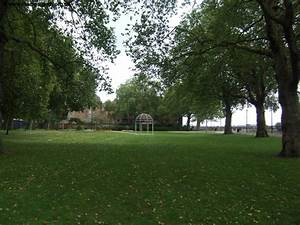 The thames path island gardens to embankment for Island garden