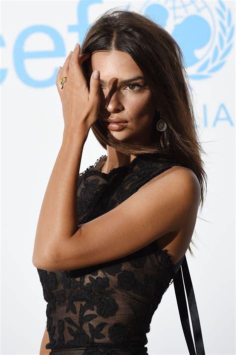 Ратаковски родилась 7 июня 1991 года в лондонском районе. Emily Ratajkowski - UNICEF Gala in Porto Cervo 08/10/2018 • CelebMafia