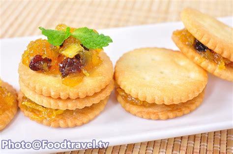 cracker the settee script pineapple jam with cracker foodtravel tv recipe