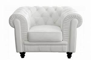 Fauteuil Design Blanc : fauteuil chesterfield simili blanc mino design sur sofactory ~ Teatrodelosmanantiales.com Idées de Décoration