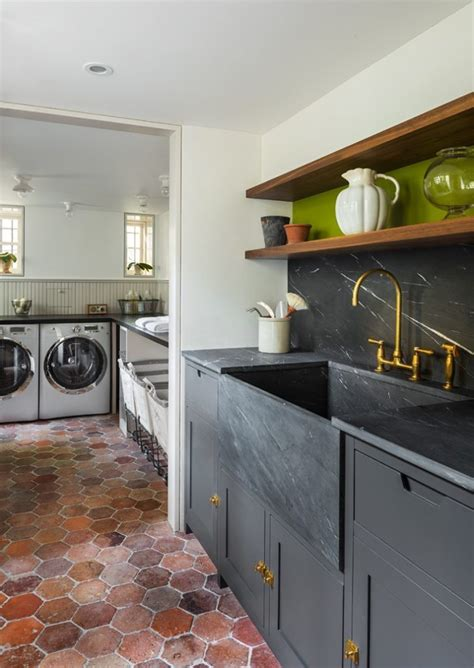 soapstone  navy blue  black cabinets homchick