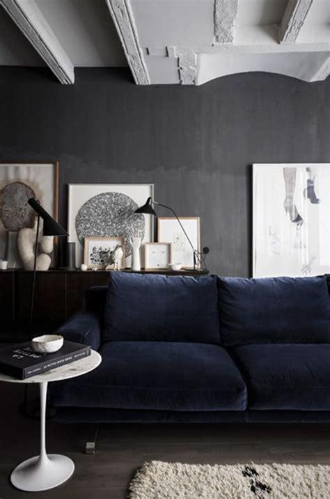 canap velours bleu coup de cœur pour le canapé en velours bleu rise and shine