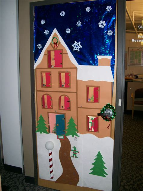 fun steps office door christmas decorating ideas