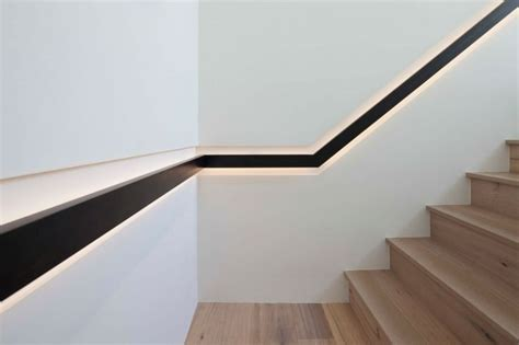 courante escalier design escalier en bois de design moderne avec courante encastr 233 e dans le mur escaliers