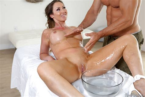 Naked Milf Yasmin Scott Having Big Tits And Shaved Cunt