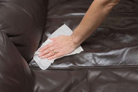 nettoyer un canapé en cuir comment nettoyer un canapé en cuir conseils et astuces