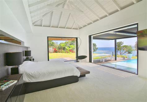 hotel avec piscine et dans la chambre une villa paradisiaque en guadeloupe décoration