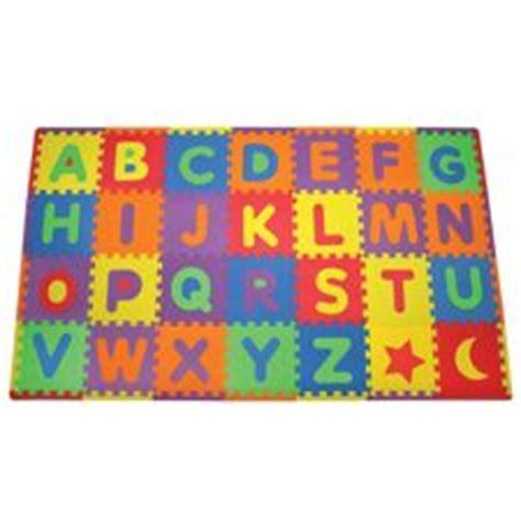 tapis de jeu lettres de l alphabet amovibles canadian tire