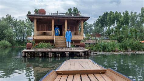 Houseboat Dal Lake by A Luxury Houseboat On Dal Lake Srinagar Kashmir Tripzuki