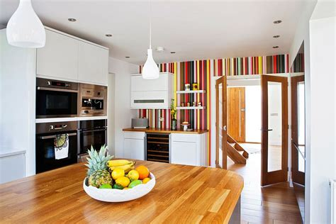 20 Tasteful Ways To Add Stripes To Your Kitchen