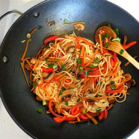 comment cuisiner des nouilles chinoises nouilles chinoises aux légumes iamhungry