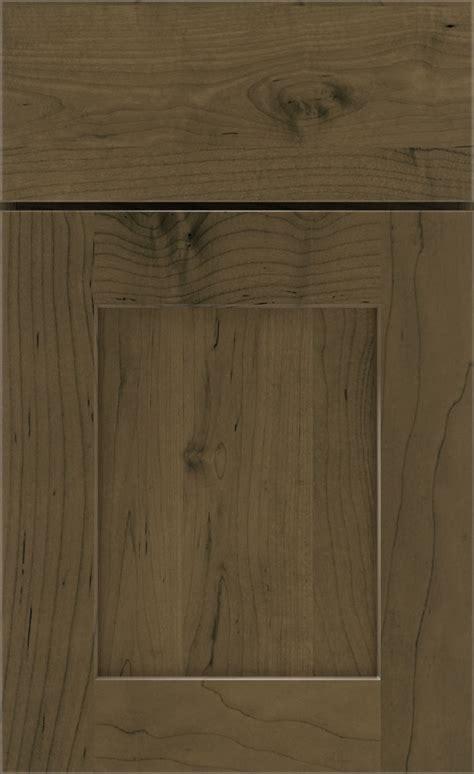 kodiak cabinet finish  maple kemper cabinetry