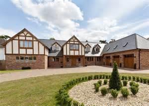 five bedroom houses 6 bedroom detached house for sale in larchmount 110