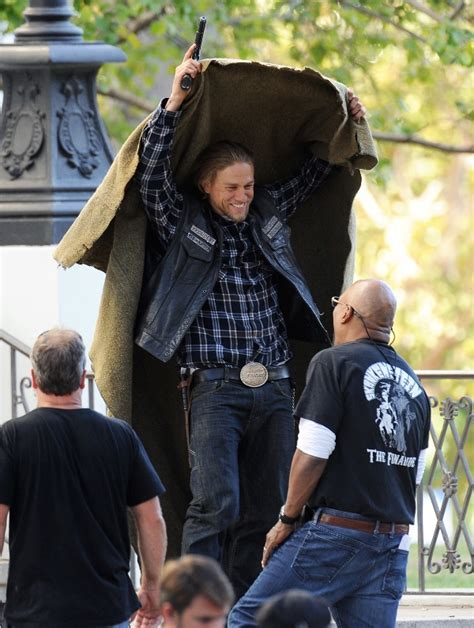 charlie hunnam shoots sons  anarchy   episodes