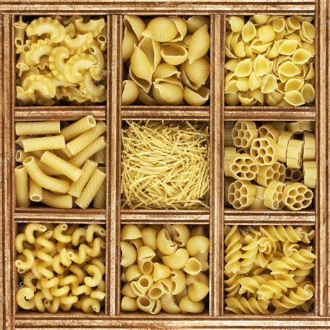 diff 233 rentes sortes de p 226 tes italiennes dans le catalogue de la bo 238 te en bois photographie