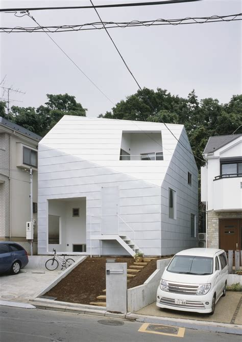 japanese minimalist house the fascination of white minimalism house with gardens in japan freshome com
