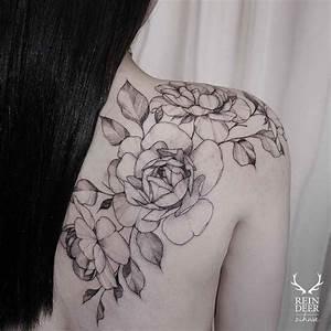 Shoulder blade flowers tattoo | Flowers tattoo | Pinterest ...