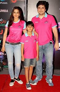 Sonali Bendre and hubby Goldie Behl with son Ranveer at ...