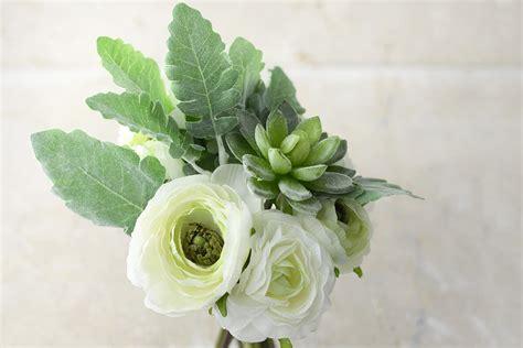 white flowers succulent bouquet
