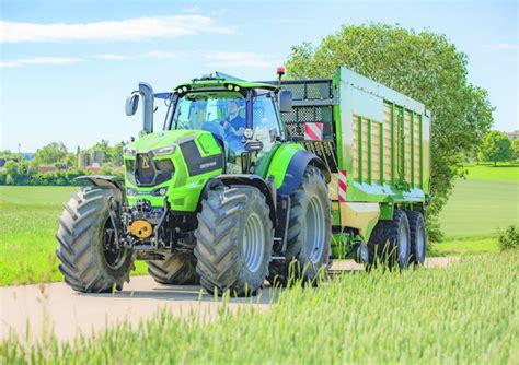trattori che dialogano in cloud per un agricoltura 4 0