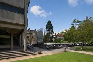 zaha hadid oxford university: reflective tunnel building