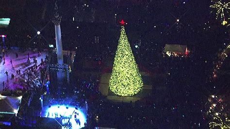 san francisco tree lighting ceremony kicks