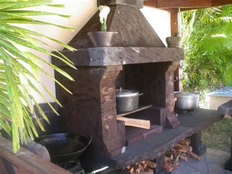 cuisiner au feu de bois cuisine d 39 été au feu de bois et barbecue de l 39 hébergement