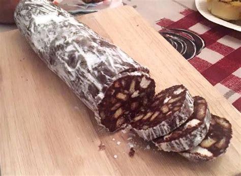 saucisson trompe l oeil un dessert chocolat biscuits chamallows pour ravir petits et grands