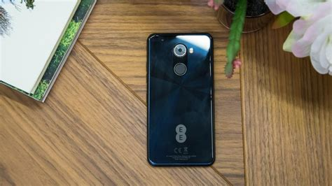 ee hawk review a budget android phone that struggles to