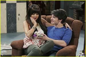 Gregg Sulkin & Selena Gomez: Corsage Couple   Photo 423746 ...