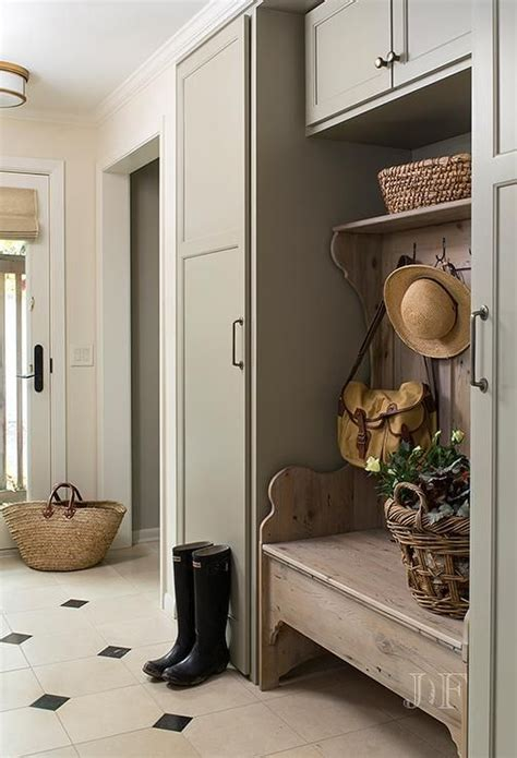 27 Cozy And Simple Farmhouse Entryway Décor Ideas - DigsDigs