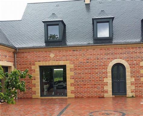 maison brique et bois maison en brique je ne comprends pas la bande verticale de briques claires qui est reste
