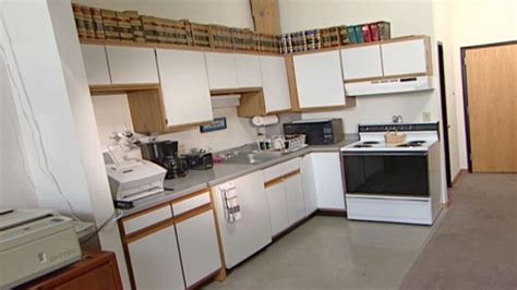 can you paint laminate cabinets kitchen can you paint laminate kitchen cabinets redoing kitchens 9363