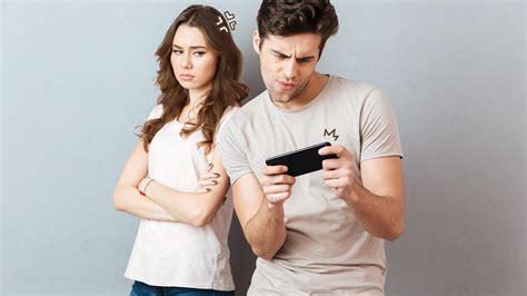 Suami Terlalu Sibuk Main Game, Harus Bagaimana? | Orami