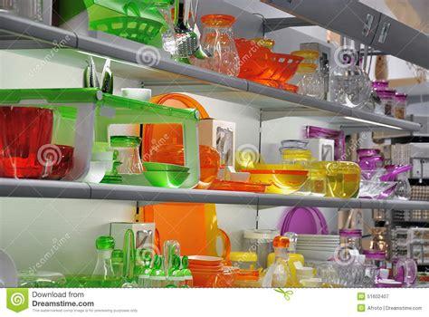 magasin de vetement de cuisine magasin coloré de vaisselle de cuisine photo stock image