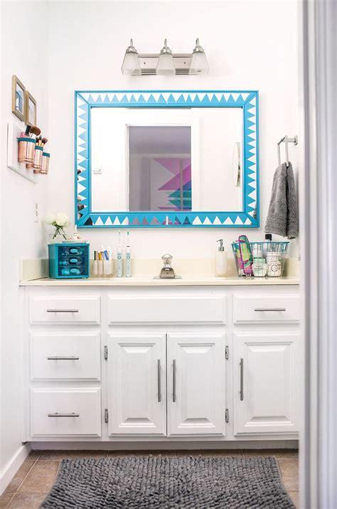 organize  bathroom vanity   pro  beautiful mess