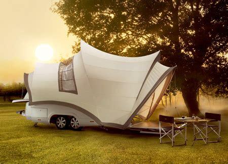 Компания orange представила концепт палатки из ткани способной аккумулировать солнечную энергию.