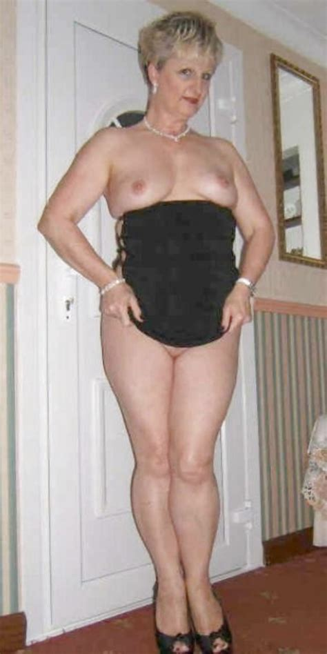 Bottomless Amateur Milfs And Cougars 118 Pics
