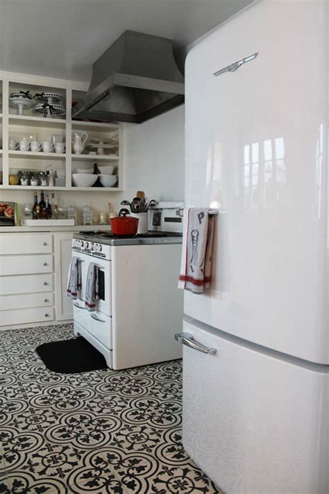 pictures of kitchens with wood floors patterned tiles on kitchen floors 9127