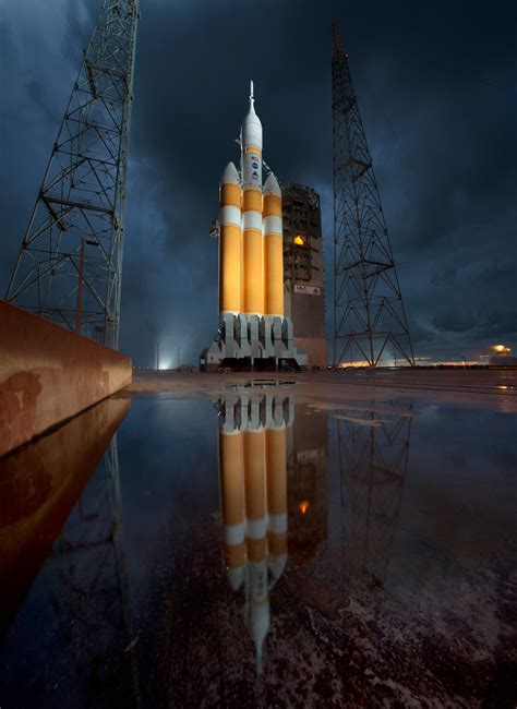17 HQ Photos from NASA's Orion Launch » TwistedSifter