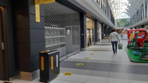 Le attività commerciali al dettaglio si svolgono comunque a condizione che sia assicurato, oltre alla distanza interpersonale di almeno un. I negozi dei centri commerciali chiusi nel weekend anche ...
