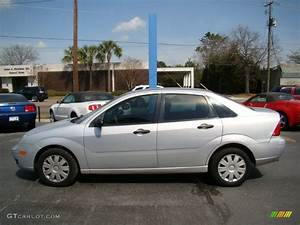 Ford Focus 2006 : cd silver metallic 2006 ford focus zx4 s sedan exterior ~ Melissatoandfro.com Idées de Décoration