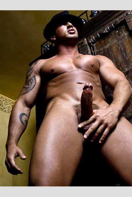 Fair View: More Quentin Elias Nude!