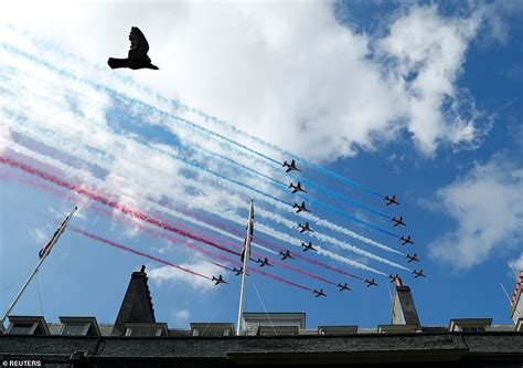 Rouge, white and blue! Red Arrows and Patrouille de France ...