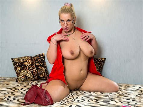 Huge Titted Milf Luba Love Fingering Herself On Gotporn