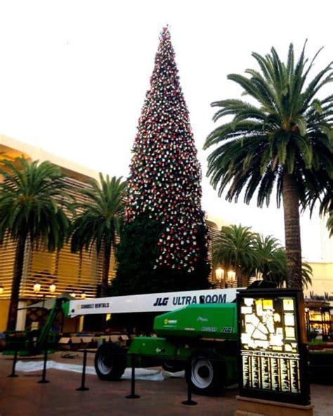 christmas light up in fashion island fashion island annual tree lighting