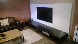 Fixer Une Télé Au Mur : un mur t l avec des plateaux linnmon ~ Premium-room.com Idées de Décoration