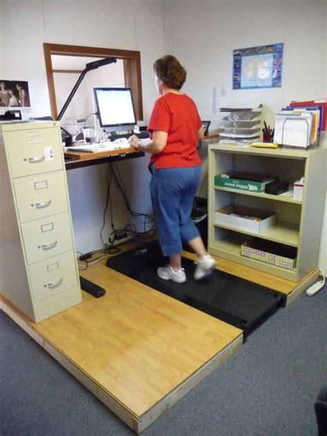 travail au bureau travailler au bureau avec un tapis roulant tuxboard