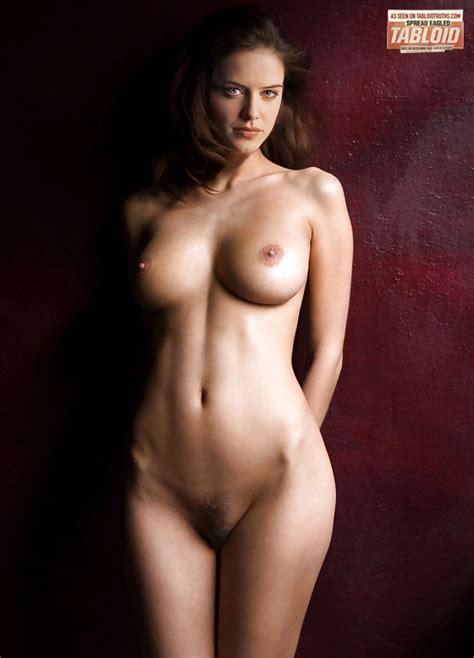 Ryan Michelle Bathe  nackt