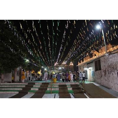 UrbanDuniya - Vaisakhi at Amritsar's Golden Temple